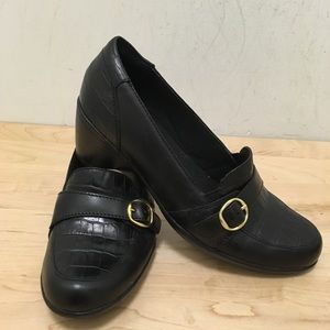 Clark's leather gold buckle shoes 7M 62710